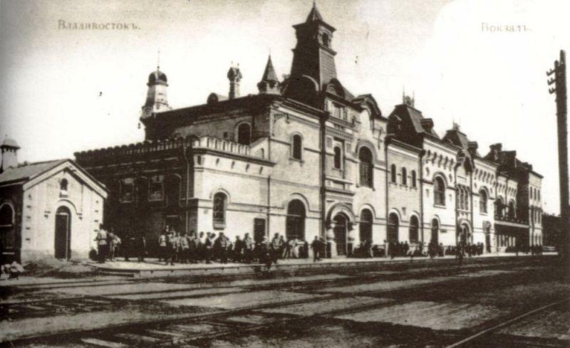 Вокзал со стороны железной дороги