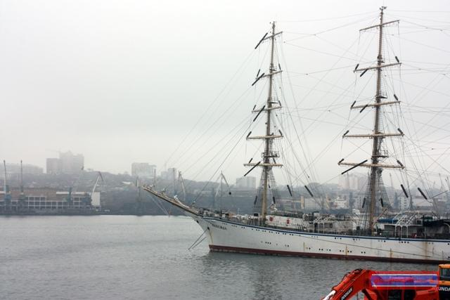 Учебный трёхмачтовый фрегат «Надежда»