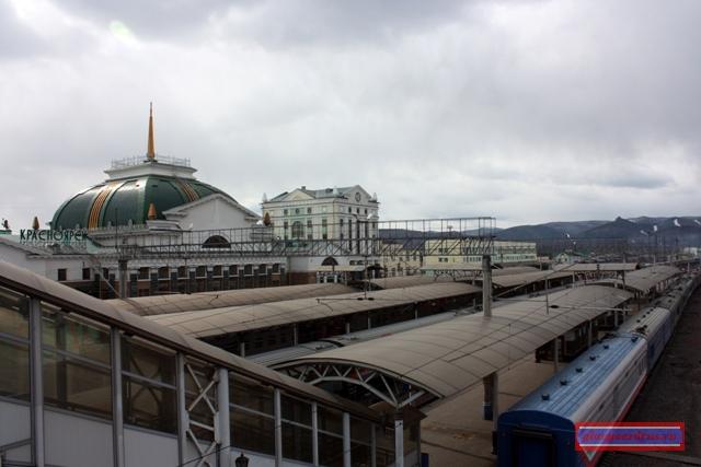 Вокзал станции Красноярск, вид с переходного моста