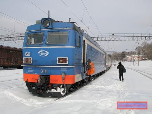 Смена локомотивной бригады электровоза ЭП1 в Облучье