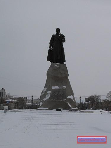 Памятник Ерофею Павловичу Хабарову.