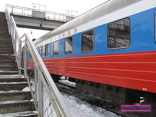вагон поезда «РОССИЯ» на платформе станции Балезино