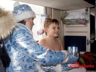 Детский восторг от общения с Дедом Морозом и Снегурочкой в поезде «РОССИЯ»
