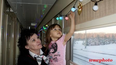 Новогоднее оформление поезда «РОССИЯ» приводит в восторг маленьких пассажиров.