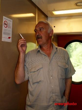 Курение в тамбуре вагона поезда дальнего следования